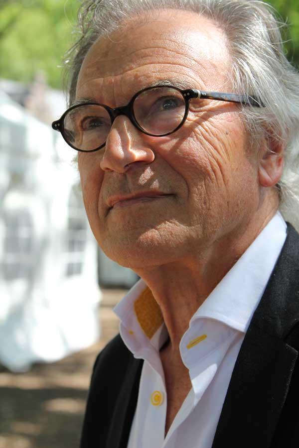 galeriehouder Peter van Strien in Laren >>