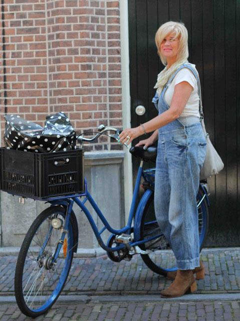 Emy gefotografeerd in de Warmoesstraat in Haarlem