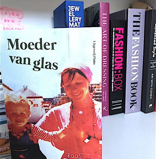 Boek: Moeder van glas door Roos Schlikker