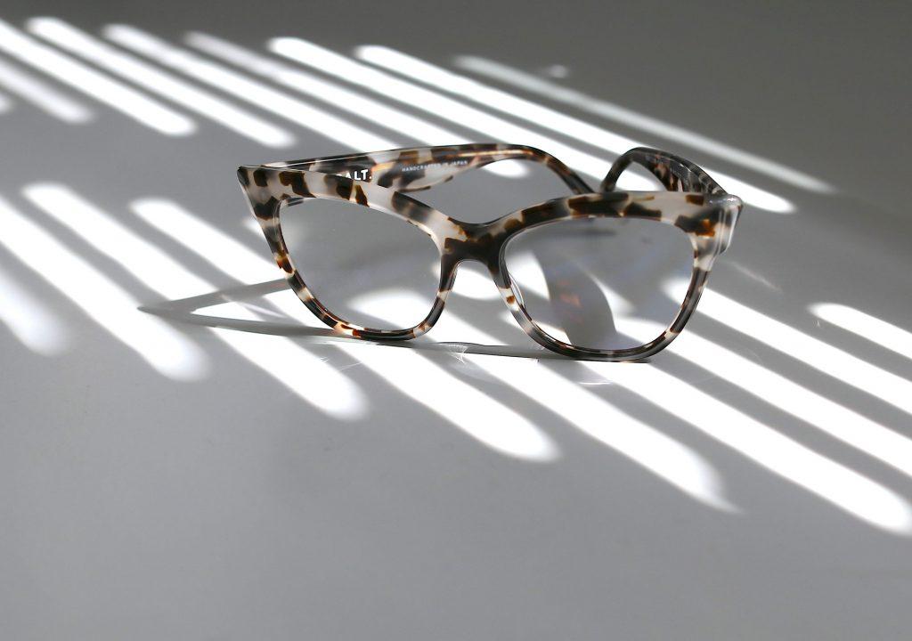Het is zomers en zonnig: tijd voor m'n nieuwe bril.....