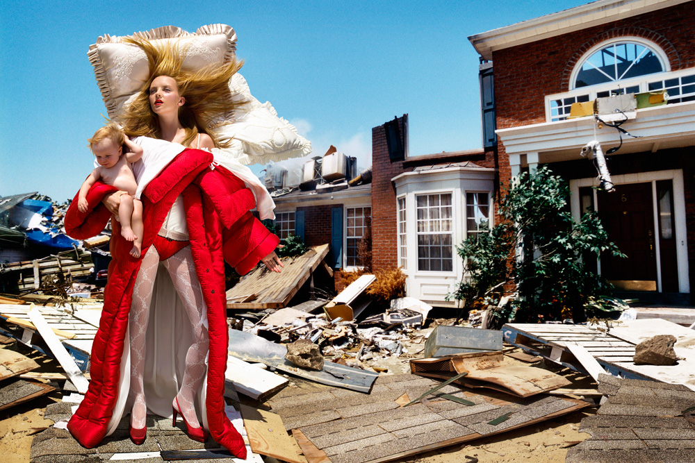 2.02_Viktor&Rolf_The_House_At_The_End_Of_The_World, 2005, chromogenic print © David LaChapelle Studio