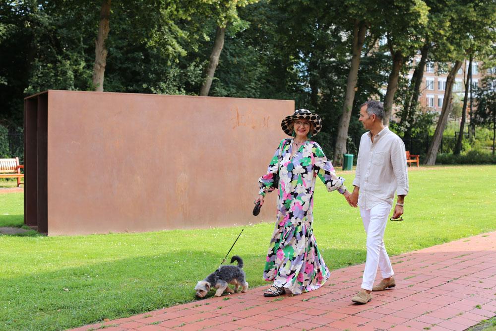 Bij het Kunstmuseum in Den Haag: Corinne & Rick