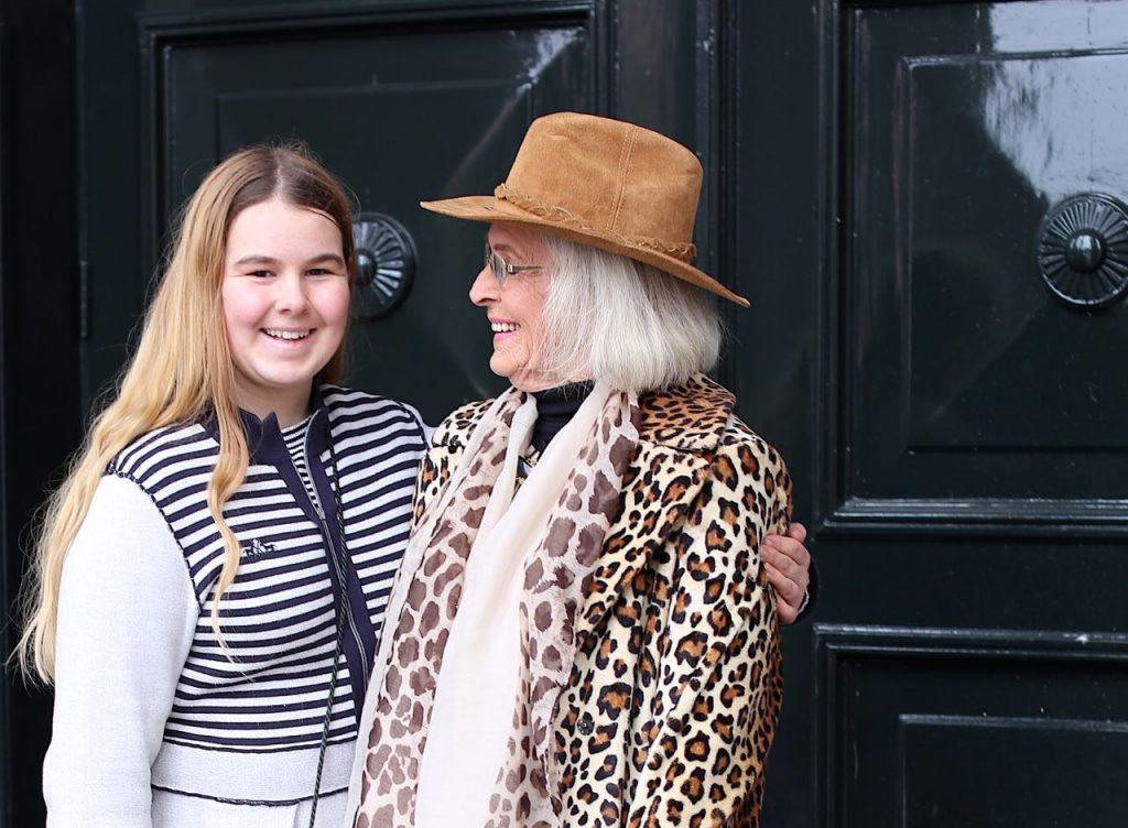 Anna met kleindochter Lonneke in Leeuwarden